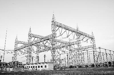 图为国家电网±1000千伏特高压荆门变电站.(郝 亮摄)